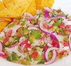 Ceviche van witvis met tomaat, olijven en groene pepers