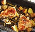 Traybake met groene asperges, kipfilet en aardappels