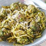 Spaghetti met boerenkoolpesto en gehaktballetjes