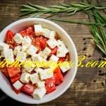 Letnja salata sa zelenom salatom i mozzarelom