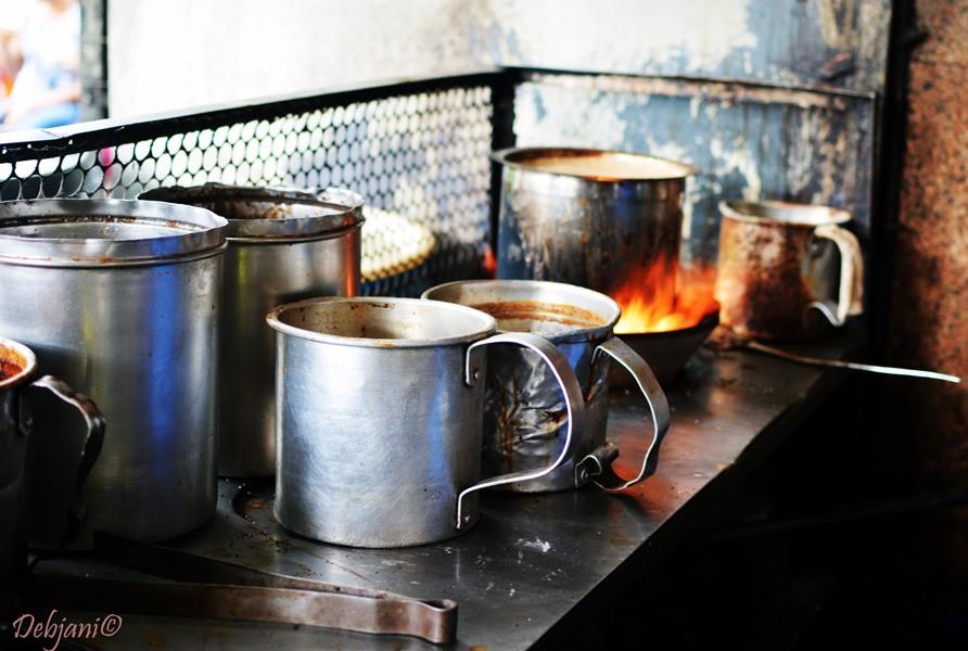 %Kitchen of Sharma Tea House Kolkata