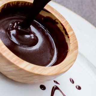 Vegan Chocolate Sauce made with 5 clean ingredients. Delicious and Healthy dessert