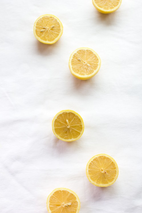 Lemon Water Health Benefits: boost your vitamin C intake, aid in weight loss programs, aid in body detox programs & digestion, look younger + more!
