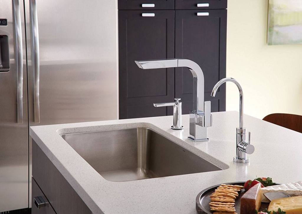 S7597C 90-Degree One-Handle Pullout Kitchen Faucet Review