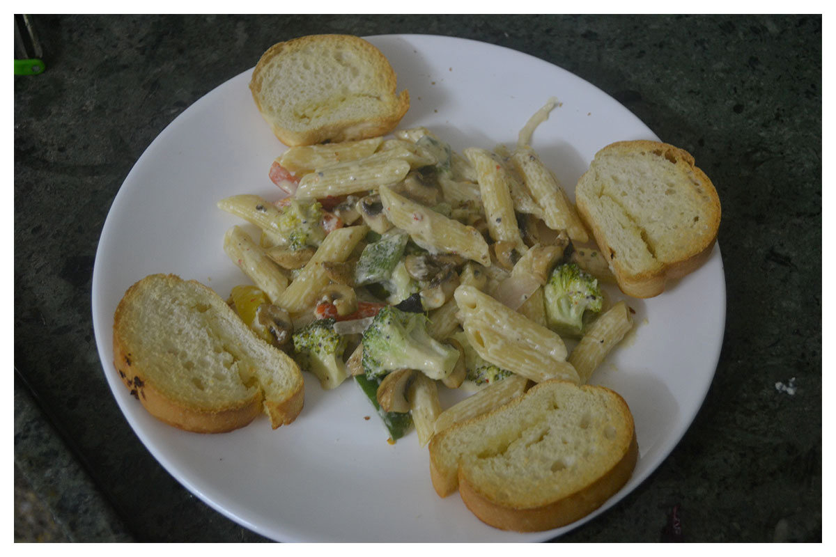 Yummy Pasta and Garlic Bread