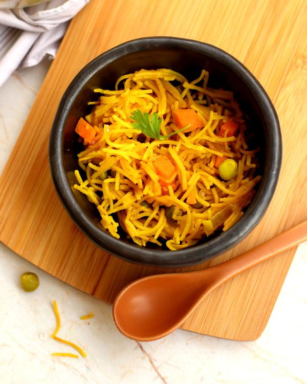 VEgetable semiya in a black bowl