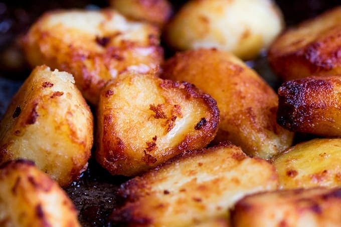 Perfectly Crunchy Roast Potatoes with Garlic, Bacon and Cheddar!