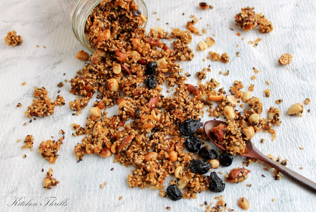Quick homemade gluten free granola with sesame seeds, coconut oil and honey. Easy to substitute with your favourite nuts like almonds, pecans, walnuts and peanuts.