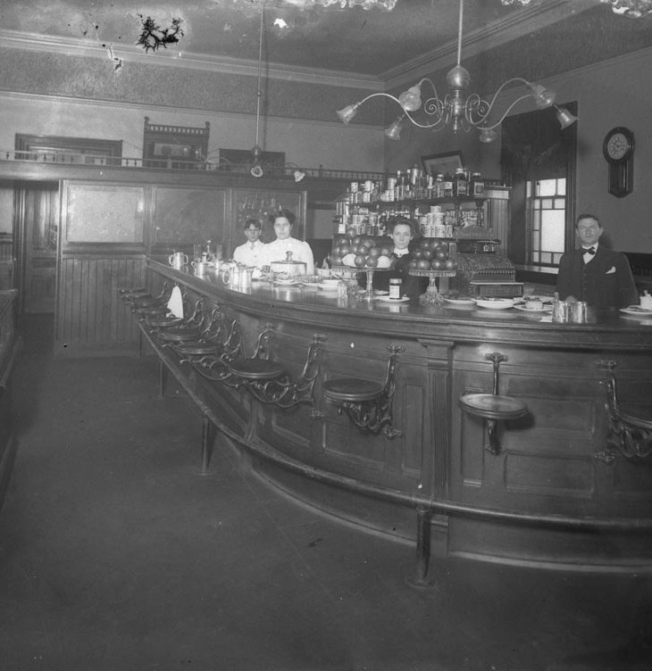 This view of a tavern in Brockville from 1907 was typical for its time. Photo courtesy of Library and Archives Canada (LAC) PA-098767