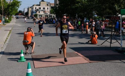 Paul Lalonde crosses the finish line at 00:22:06.8