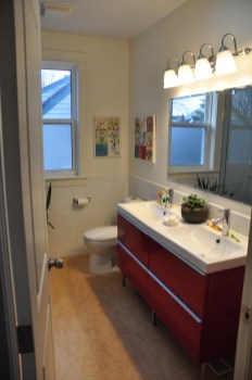 A bright bathroom for family use