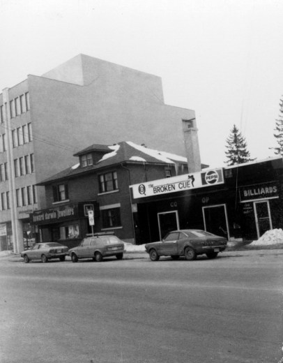 Howard Darwin Jewellers & Broken Cue (now Watson's Pharmacy & Herb and Spice) March 3 1978 (City of Ottawa Archives CA-24328)