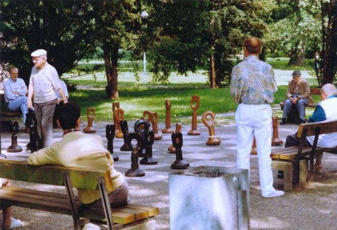 A typical Sunday afternoon in the Stuttgart park: time to play chess, or just watch.