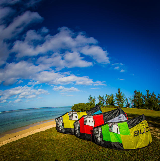 Ozone Edge 2013 - Sold and stocked by Kiteboarding Cairns Australia