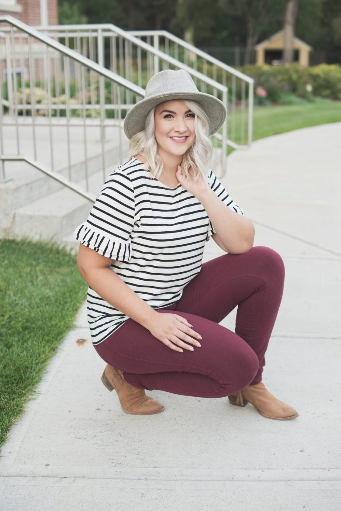 Ruffle sleeved striped top with wool hat