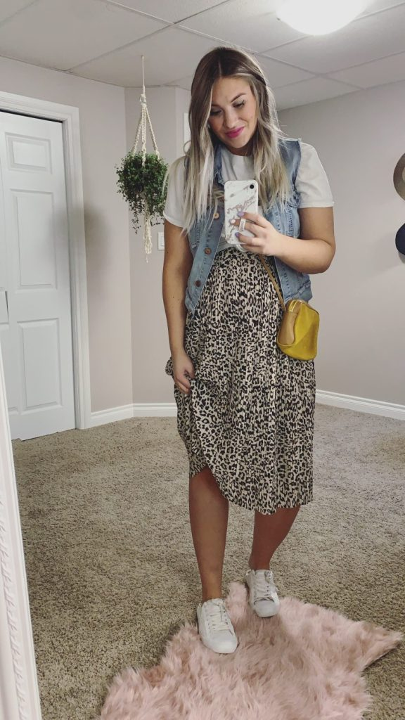 casual outfit with leopard midi skirt
