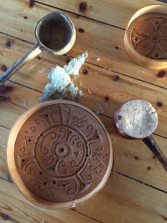 Antichi strumenti usati dai Sami (un tempo popolo nomade della Lapponia) per realizzare il formaggio