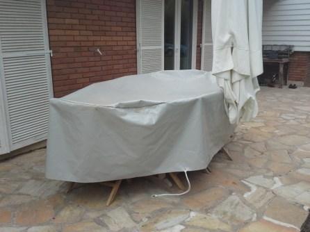 Housse de table exterieure : mise en place