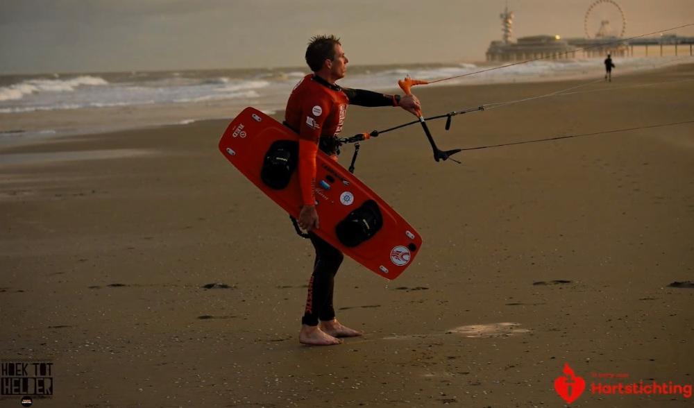 AED 'Hoek tot Helder' redt leven van kitesurfer in Zandvoort
