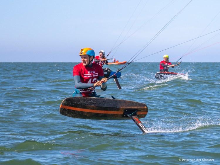 Erklärung Kitefoiling - Kitefoiling während des Kite Foil Cup Holland. Foto: Peter van der Klooster