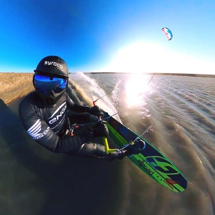 Alex Caizergues in kitespeed modus - Syroco lab