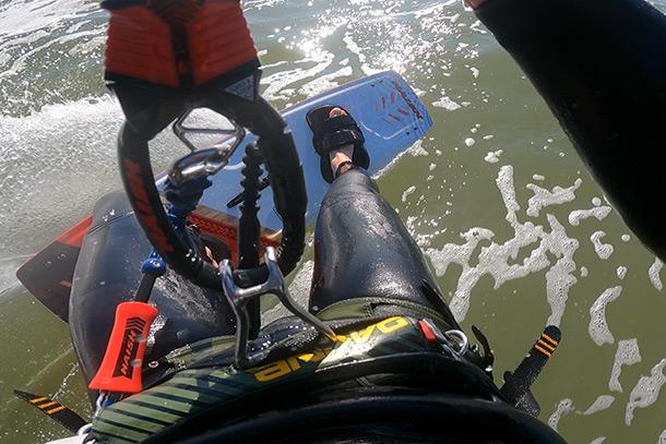 Kitesurfen met een zittrapeze