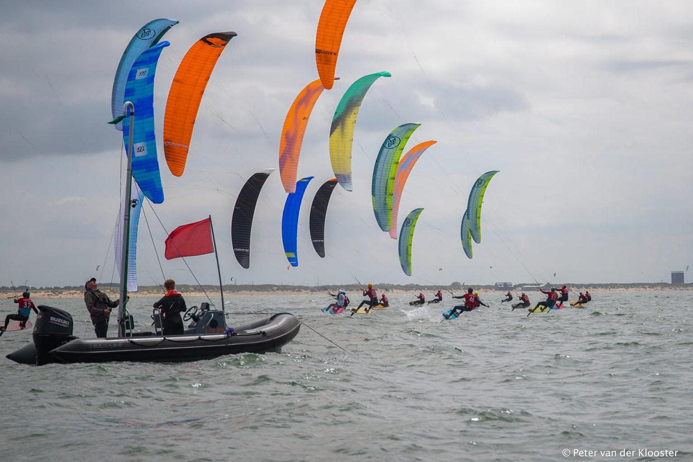 Op naar Olympisch kitesurfen Parijs 2024. Foto: Peter van der Klooster tijdens Nederlandse Kitefoil Cup Holland 2020.