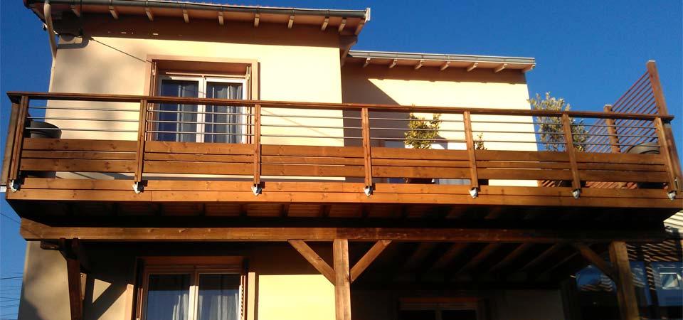 Balcon partiellement couvert