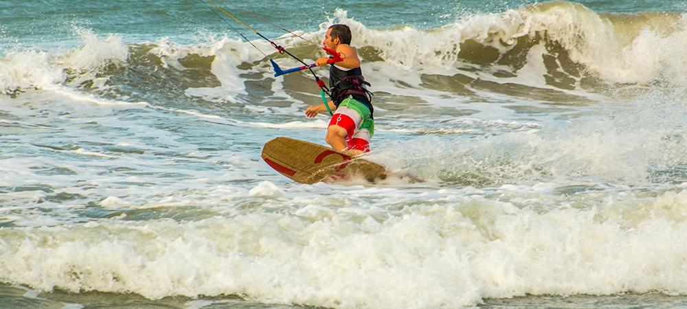 apprendre les bases du strapless dans les vagues