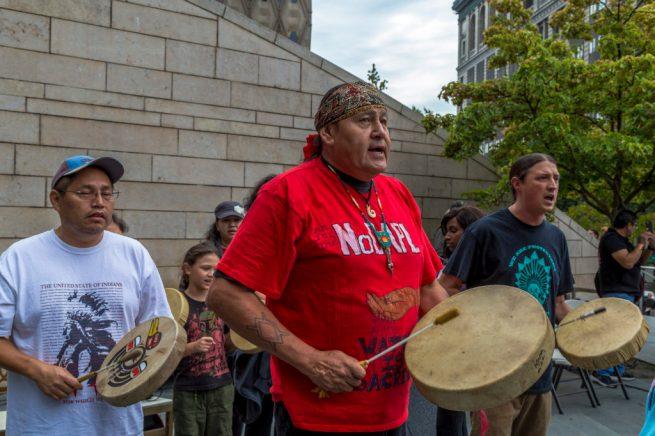 "Native American ""water protectors"" drum in solidarity with anti-pipeline activists in North Dakota. September 16, 2016. (Flickr / John Duffy)"