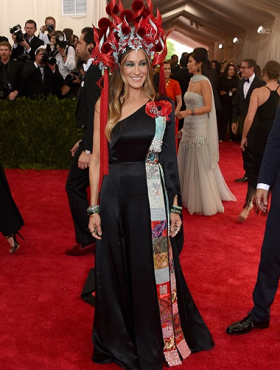 """NEW YORK, NY - MAY 04: Sarah Jessica Parker attends the """"China: Through The Looking Glass"""" Costume Institute Benefit Gala at the Metropolitan Museum of Art on May 4, 2015 in New York City. (Photo by Larry Busacca/Getty Images)"""
