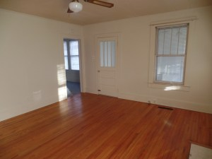 2 BR 2 bath farm house for rent near Jacksonville NC and Camp Lejeune  living room