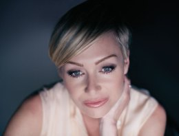 Lesbian Icon: Portia de Rossi – Making a Name for Herself