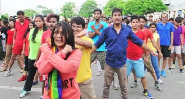 Amazing | Delhi's First Ever LGBT Flash Mob Put on A Show Like No Other (Video)