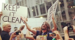 Foo Fighters 'Rick Roll' Westboro Baptist Church (VIDEO)