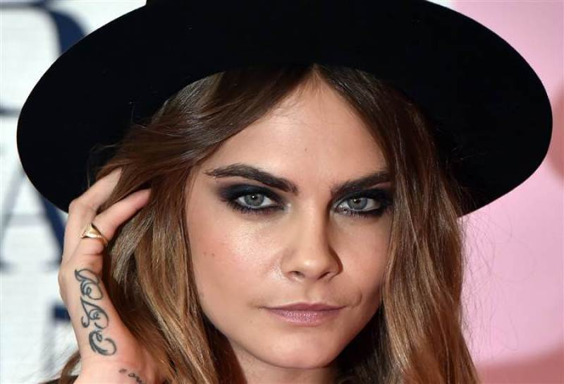 2d274908073397-eyebrow-evolution-cara_delevingne-today-150325_ebeee932967a51e462b045019d855b87-today-inline-large