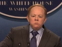Melissa McCarthy's Impression Of Sean Spicer On 'Saturday Night Live' Is everything