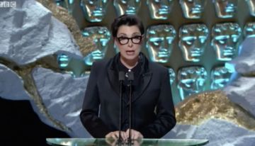 Daily Juice: Sue Perkins Makes Gillian Anderson Squirm With Epic Lesbian Joke