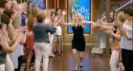 Kate McKinnon Makes Epic Talk Show Entrance