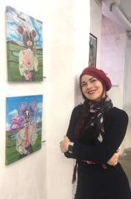 """Undertegnede foran sine malerier på gruppeudstillingen """"EXIT18"""" i Galleri Kbh Kunst november, 2018."""