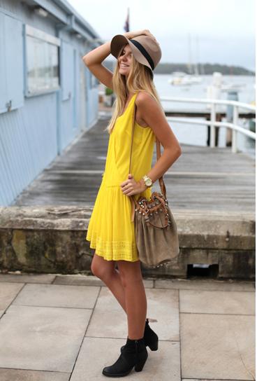 5 тенденций повседневной одежды лета 2012 —яркое платье