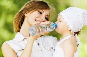 mother-gives-daughter-drink-water