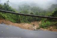 KIULU 15 Januari 2014. Lokasi KM6.1 Jalan Tamparuli - Kiulu ditutup berikutan kejadian tanah runtuh akibat hujan lebat yang berterusan lebih 12 jam yang lepas.