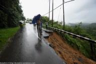 KIULU 15 Januari 2014.ADUN N11 Kiulu, Datuk Joniston Bangkuai di lokasi KM6.1 Jalan Tamparuli - Kiulu, jalan yang ditutup berikutan kejadian tanah runtuh akibat hujan lebat yang berterusan lebih 12 jam yang lepas.