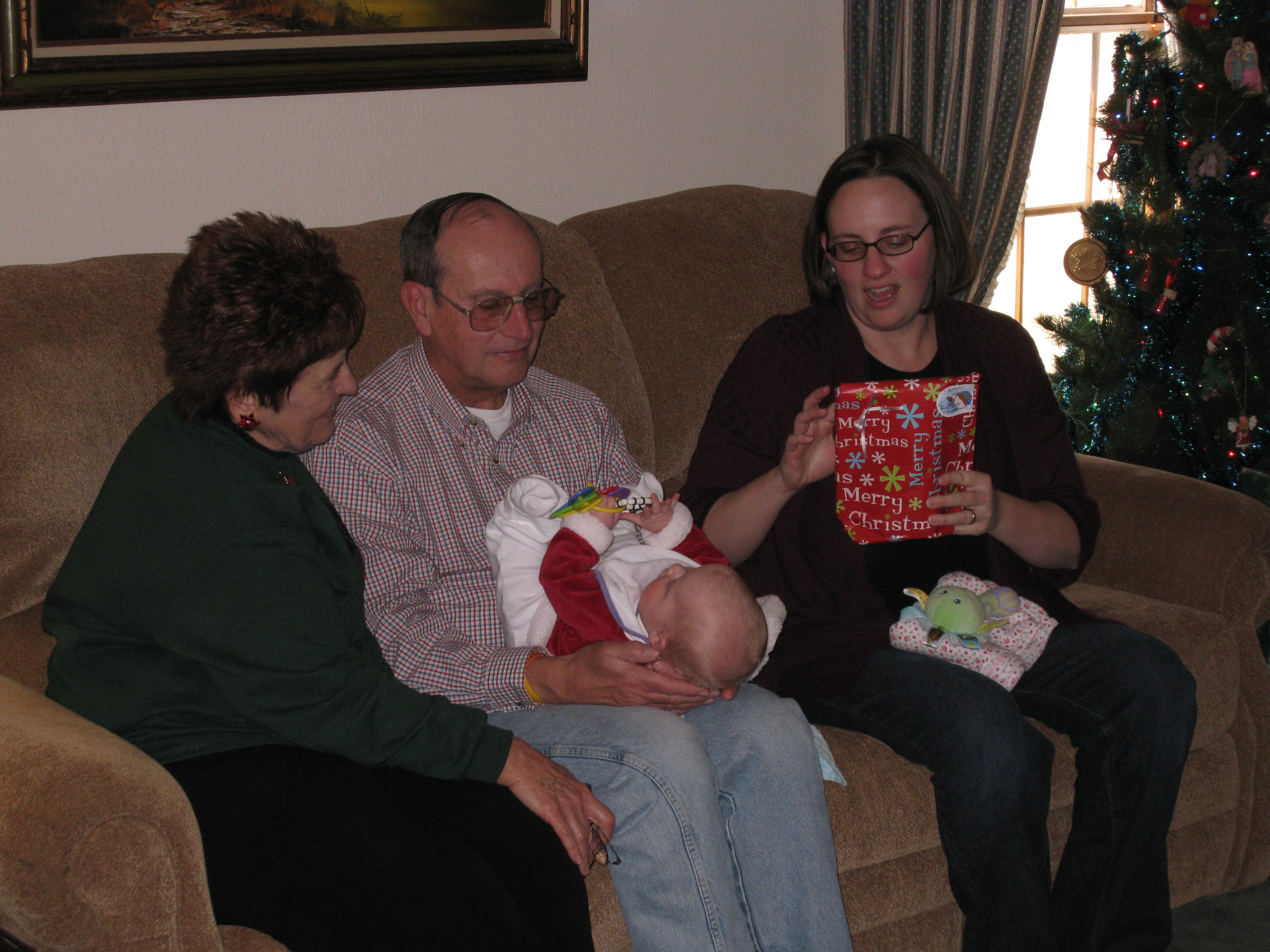 admiring-aunt-and-uncle