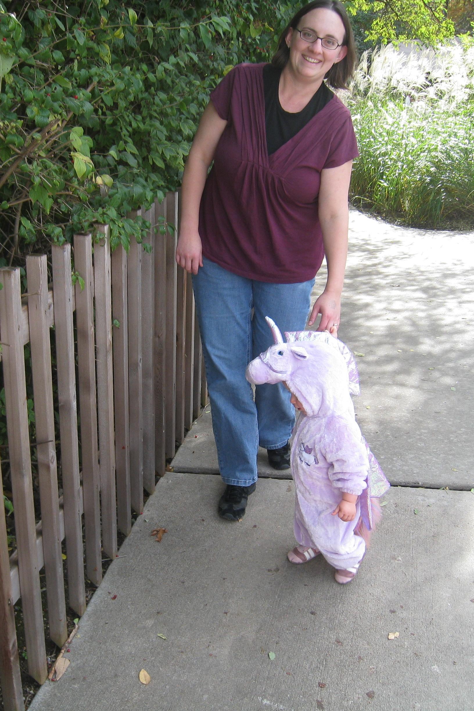 kivrin and mama at boo at the zoo