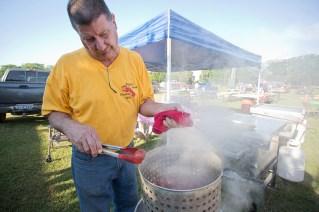 Jerry Rhodes pulls a steaming strainer full of crawfish during the Kiwanis Crawfish Boil Cedar Creek Lake Tx 050716 © 2016 Jaime R. Carrero/Carrero Photography