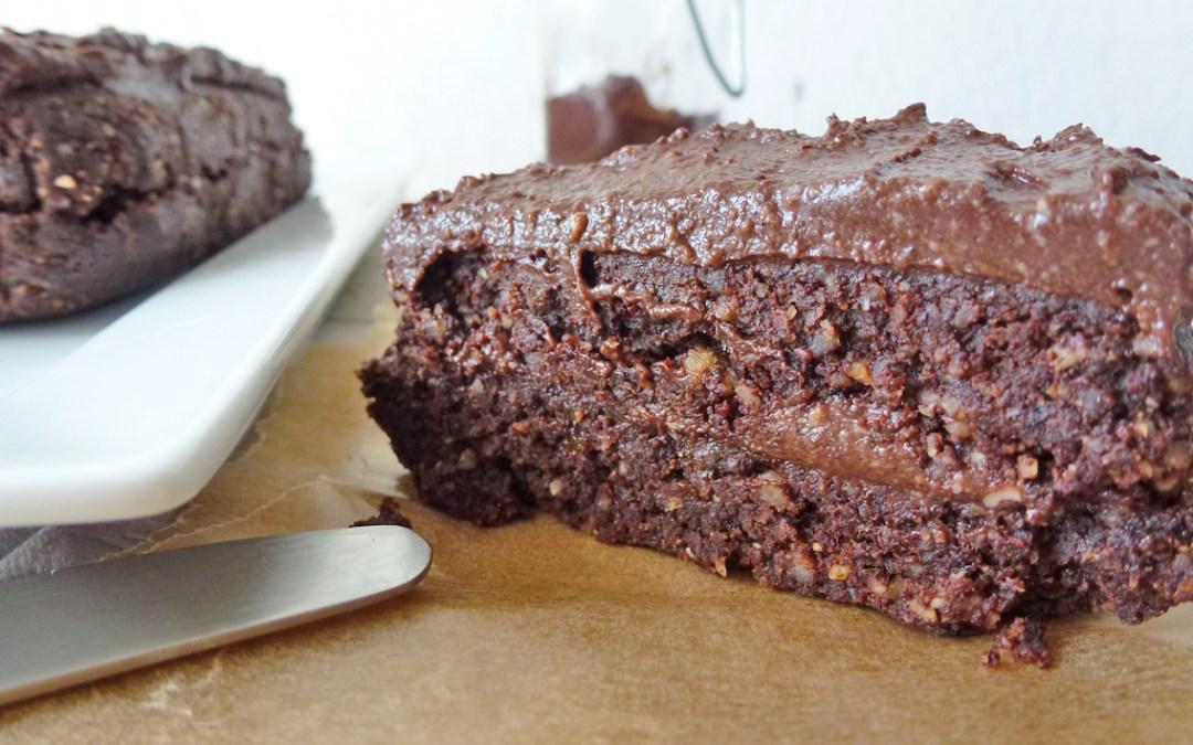 Gâteau chocolat avec ganache, sans cuisson ( le plus sain des gâteaux choco!…) Sans céréales, végan.