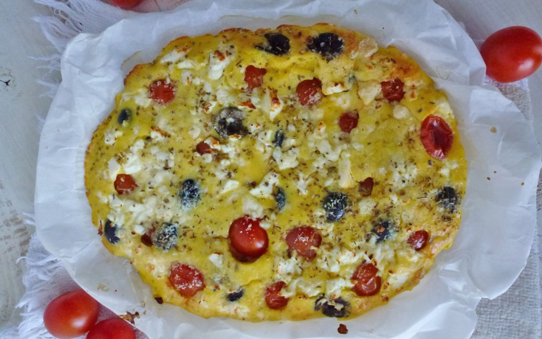 Comme une Focaccia… avec tomates cerises, olives et fromage de brebis ( Sans céréales )