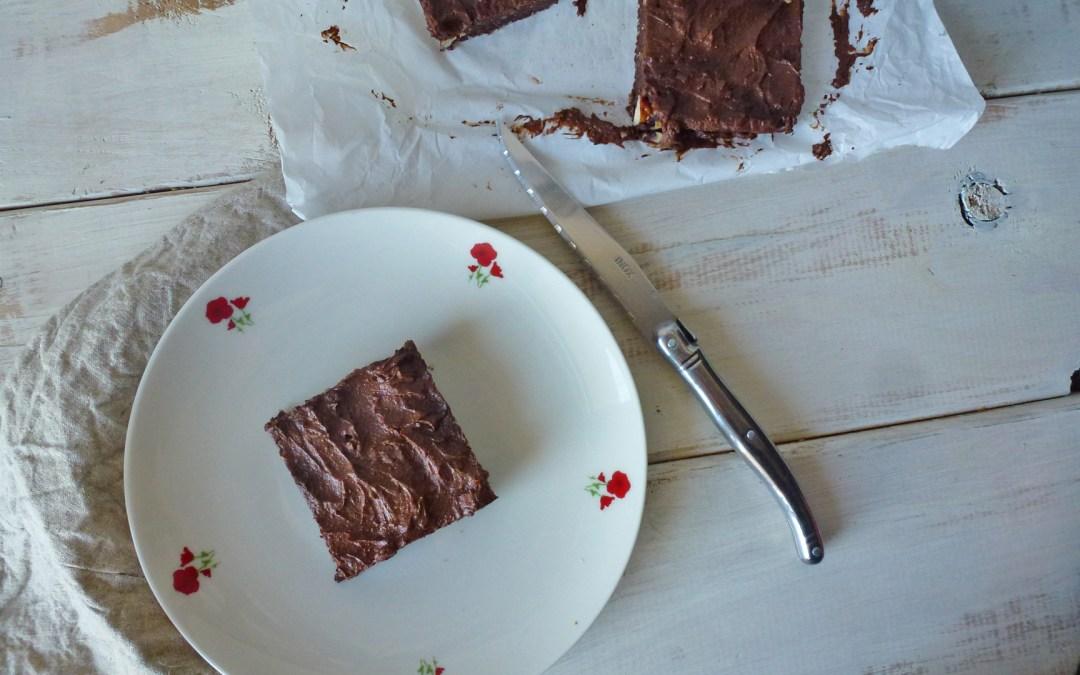 Raw brownie croquant aux trois noix + ganache allégée… ( Sans cuisson, sans céréales, vegan )